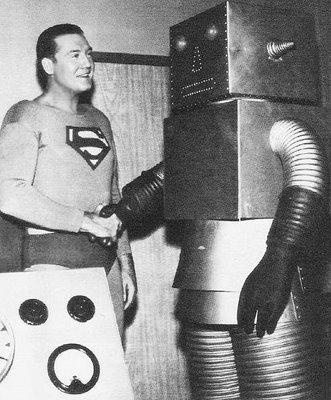 robotunknownwithsupermangeorgereevesshakinghands1950s.jpg